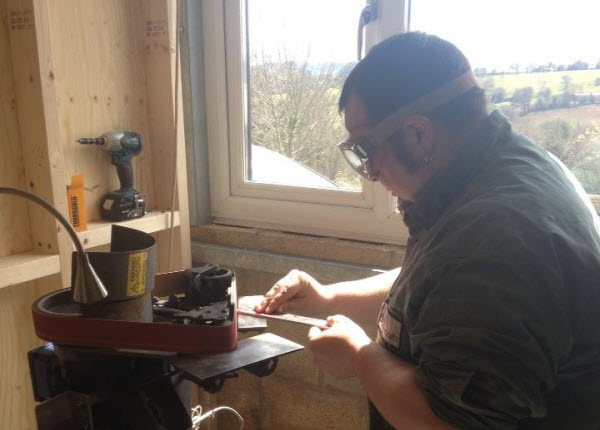bushcraft_knife_stage2_grinder